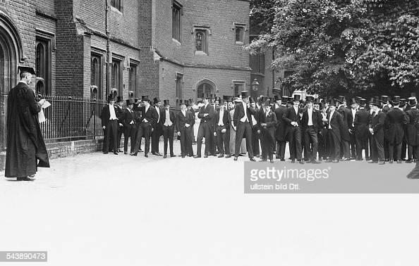 Ecton United Kingdom  city photos : United Kingdom England Eton Scholars in tailcoat and stovepipe hat ...