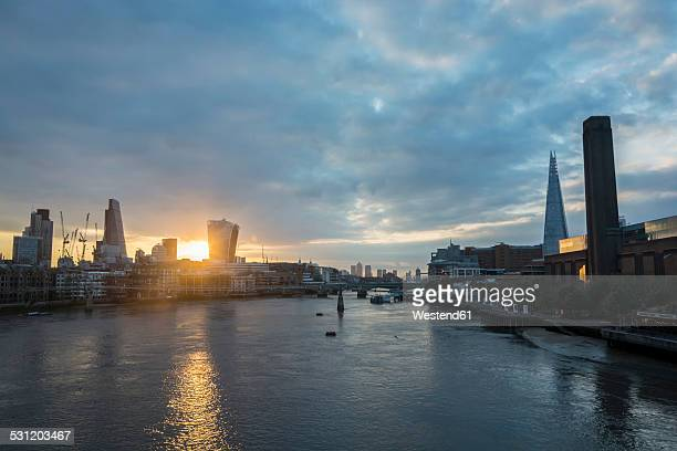 United Kingdom, England, London, River Thames and high-rise buildings and The Shard right at sunrise