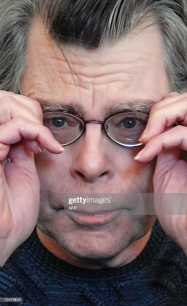 US author Stephen King is pictured at a press conference in London, 09 November 2006, as he prepares to launch his new book 'Lisey's Story.'