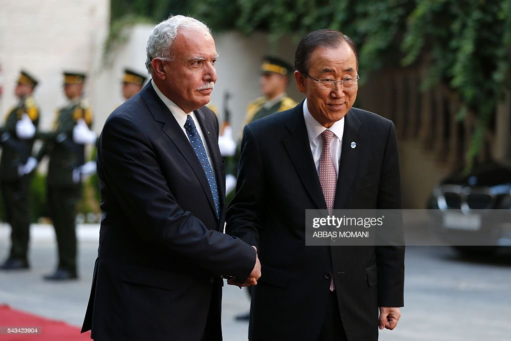 United Nations Secretary General Ban Ki-moon (R) shakes hands with Palestinian Foreign Minister Riyad al-Malki as he arrives for a meeting at the Muqataa, the Palestinian Authority headquarters, in the West Bank city of Ramallah, on June 28, 2016. Ban is on an official visit to Israel and the Palestinian territories. / AFP / ABBAS