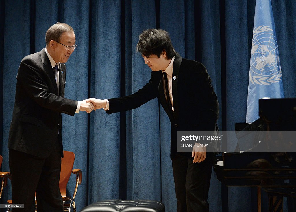 United Nations Secretary General Ban Ki-Moon (L) shakes hands with Chinese pianist Lang Lang after being named a United Nations Messenger of Peace October 28, 2013 at UN headquarters in New York. Lang Lang said Monday he is ready to play in a conflict zone as he was named a UN messenger of peace. The 31-year-old virtuoso said he was 'truly humbled' to become a UN messenger alongside the likes of actors George Clooney and Charlize Theron and Nobel laureate Elie Wiesel. Lang Lang played Chopin's 'Waltz No 1' for UN leader Ban Ki-moon to mark his new job and was then asked whether he would be ready to go to Syria or another danger zone. 'When the time comes, I would love to do it,' said Lang Lang, who will concentrate on spreading education in his new role. AFP PHOTO/Stan HONDA