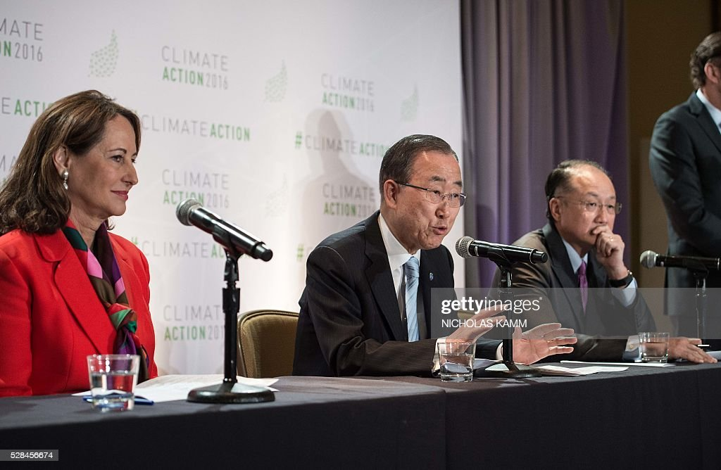 United Nations Secretary General Ban Ki-moon sspeaks at a press conference with French Environment Minister Segolene Royal (L) and World Bank president Jim Yong Kim (R) at the Climate Action 2016 conference in Washington, DC, on May 5, 2016. / AFP / NICHOLAS