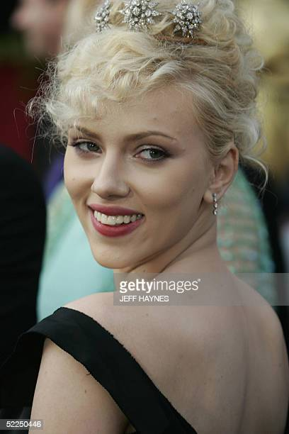 Actress Scarlett Johansson arrives for the 77th Academy Awards 27 February at the Kodak Theater in Hollywood California AFP PHOTO/JEFF HAYNES