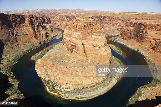Horseshoe Bend a horseshoeshaped meander of the Colorado River to the south of the city of Page downstream section of the dam of Glen Canyon and Lake...