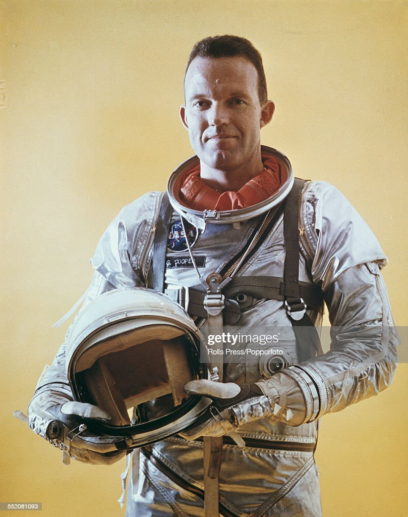 United States astronaut <a gi-track='captionPersonalityLinkClicked' href=/galleries/search?phrase=Gordon+Cooper+-+Astronaut&family=editorial&specificpeople=90970 ng-click='$event.stopPropagation()'>Gordon Cooper</a> (1927-2004) pictured wearing his Mercury space suit used in early phases of the Project Gemini training program in the United States circa 1961.