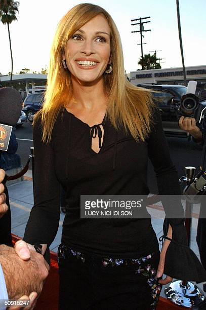 FILES Picture taken 23 July 2002 shows US actress Julia Roberts arriving at the premiere of her film by Steven Soderbergh 'Full Frontal' in Beverly...