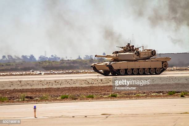 US-Marines military-tank-Top mit Soldaten an Bord