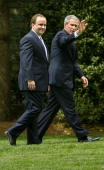 United States President George W Bush and Press Secretary Scott McClellan walk to the West Wing May 5 2006 in Washington DC Bush and McClellan were...