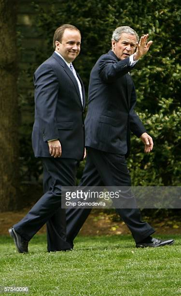 United States President George W Bush and Press Secretary Scott McClellan walk to the West Wing May 5 2006 in Washington DC Bush and McClellan were...