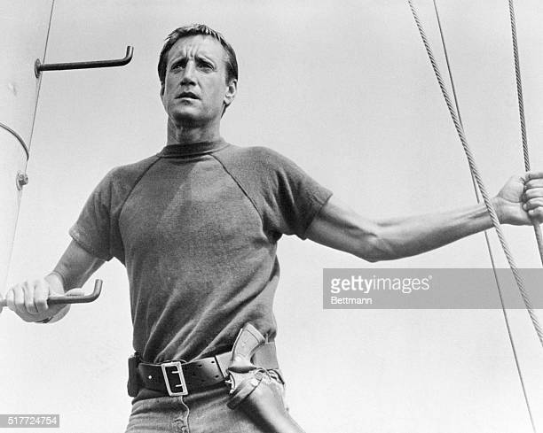 Roy Scheider stars as the police chief of a small resort community who must hunt down and kill a marauding maneating Great White Shark in 'Jaws'...