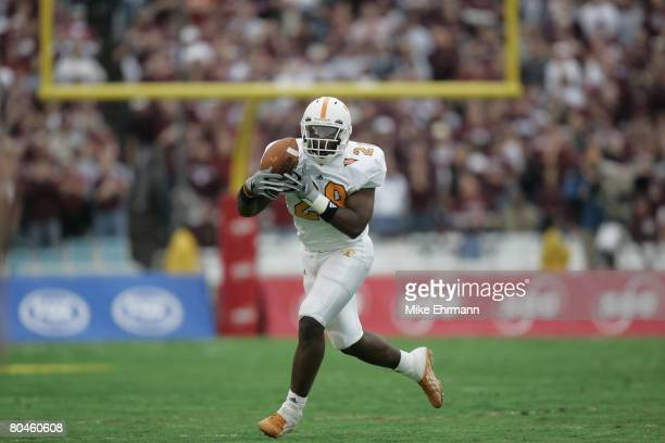 University of Tennessee Volunteers tight end Chris Brown catches a pass during the SBC Cotton Bowl Classic against the Texas A M Aggies at the Cotton...