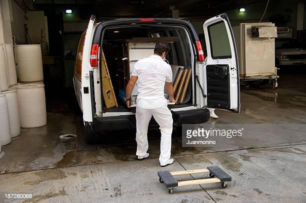 Lo scarico di un furgone