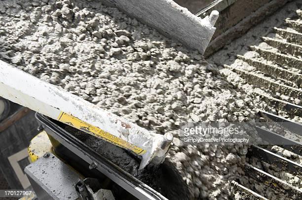 Déchargement de ciment sur un Site de Construction