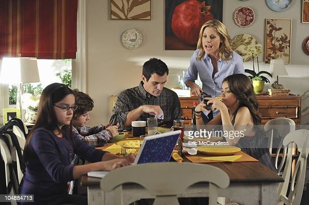 FAMILY 'Unplugged' Noticing that everyone is too busy on their electronic devices to actually interact with one another Claire and Phil declare a...