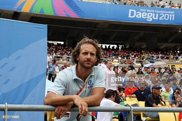 Unterstutzt den Stabhochspringer Malte Mohr bei der der WM Tim Lobinger IAAF Leichtathletik WM Weltmeisterschaft in Daegu Sudkores 2011 IAAF world...