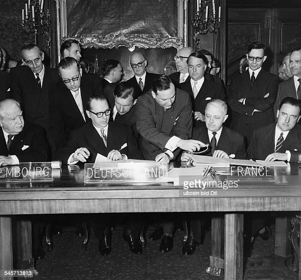Unterzeichnung des Abkommens zwischenFrankreich und BRD über die Rückgabe desSaarlands sowie eines DreiLändervertragsmit Luxemburg über MontanUnion...