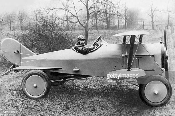 Unusual vehicles Flying car a combination of car and aircraft 1924 Vintage property of ullstein bild