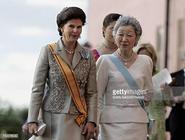 Japanese Empress Michiko and Queen Silvia walk to attend a festive dinner att the Uppsala Castle 23 May 2007 during the the 300th anniversary of the...