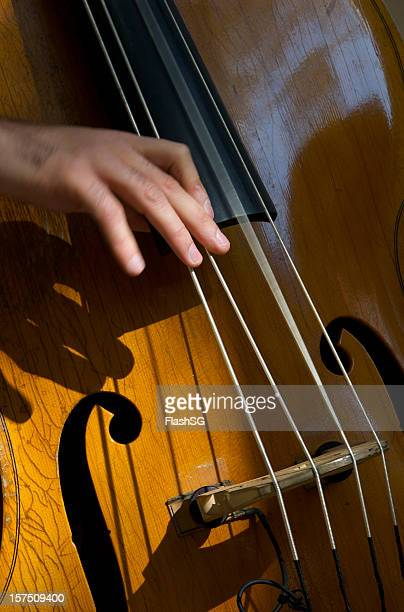 Kontrabass Detail spielt die Strings