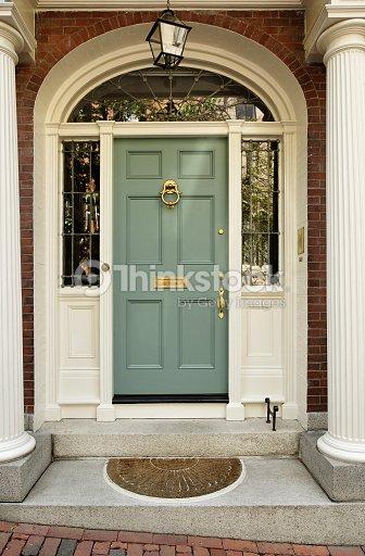 maison haut de gamme de la porte dentr e photo thinkstock. Black Bedroom Furniture Sets. Home Design Ideas