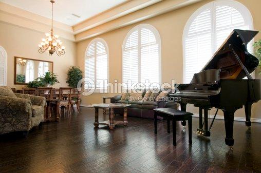 Exklusive Wohnzimmer Mit Klavier Stock Foto Thinkstock