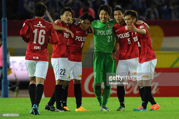 Urawa Red Diamonds players celebrate the win after the JLeague match between Yokohama FMarinos and Urawa Red Diamonds at Nissan Stadium on November 3...