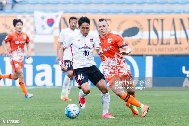 Urawa Reds Defender Moriwaki Ryota fights for the ball with Jeju United Forward Marcelo Toscano during the AFC Champions League 2017 Round of 16...