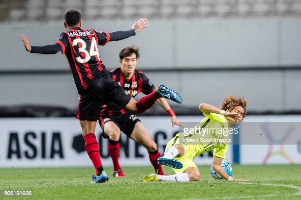 Urawa Reds Midfielder Komai Yoshiaki trips up with FC Seoul Forward Mauro Pontes Junior during the AFC Champions League 2017 Group F match between FC...