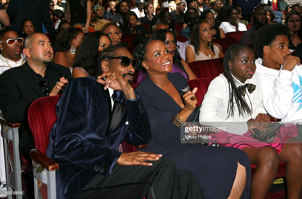 Urban Awards Icon Snoop Dogg, Shante Broadus and Cori ...