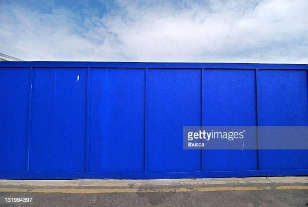 都会の背景英国ブルーの色合いの木製壁