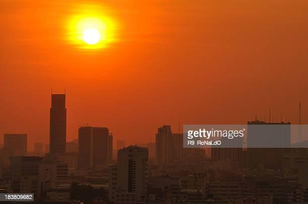 Urbana de la ciudad en puesta de sol