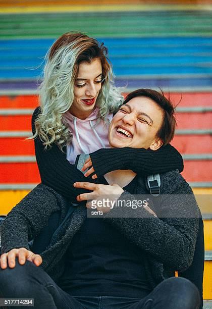 Urban lesbische paar Genießen Sie