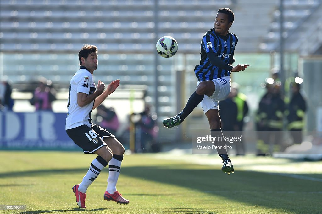 Urby Emanuelson of Atalanta BC in action against Massimo Gobbi of Parma FC during the Serie A match between Parma FC and Atalanta BC at Stadio Ennio...