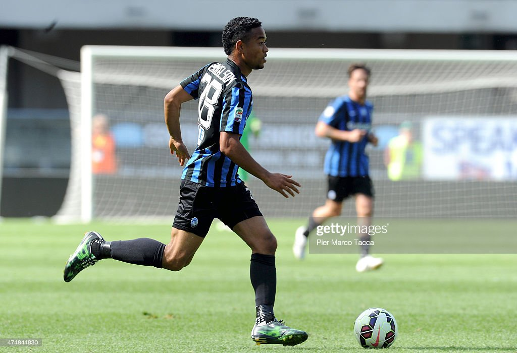 <a gi-track='captionPersonalityLinkClicked' href=/galleries/search?phrase=Urby+Emanuelson&family=editorial&specificpeople=594399 ng-click='$event.stopPropagation()'>Urby Emanuelson</a> of Atalanta BC in action during the Serie A match between AC Chievo Verona and Atalanta BC at Stadio Marc'Antonio Bentegodi on May 24, 2015 in Verona, Italy.