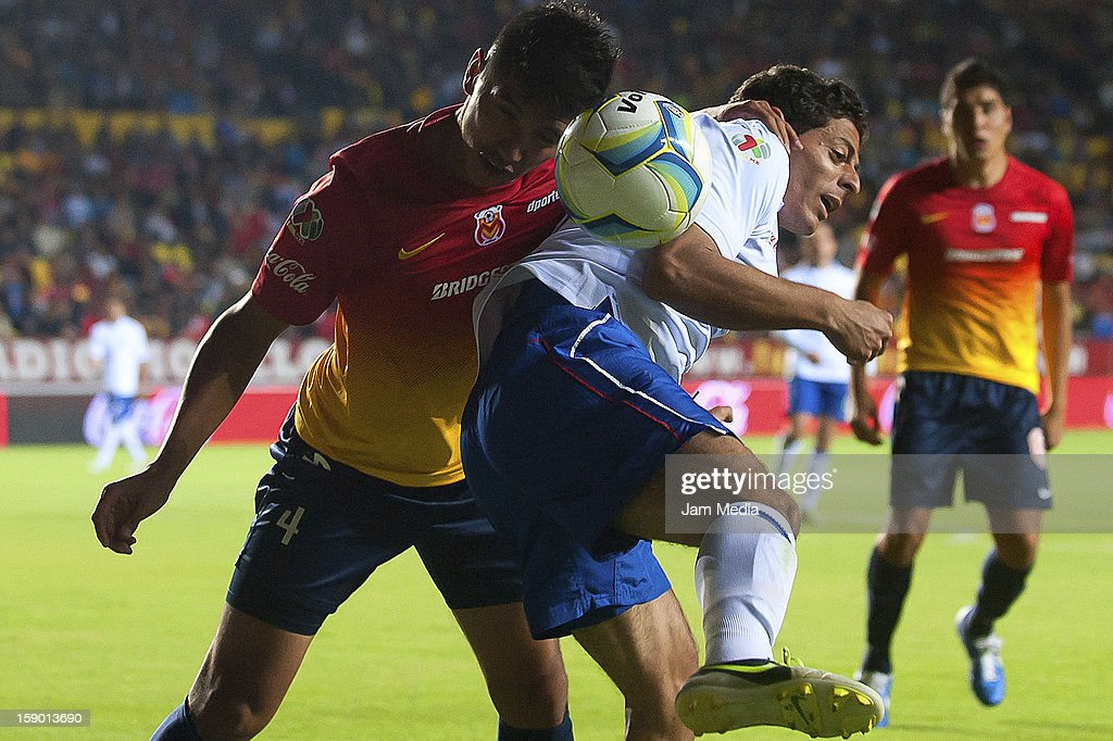 <a gi-track='captionPersonalityLinkClicked' href=/galleries/search?phrase=Uriel+Alvarez&family=editorial&specificpeople=6241105 ng-click='$event.stopPropagation()'>Uriel Alvarez</a> (L) of Morelia struggles for the ball with <a gi-track='captionPersonalityLinkClicked' href=/galleries/search?phrase=Javier+Orozco&family=editorial&specificpeople=5505680 ng-click='$event.stopPropagation()'>Javier Orozco</a> (R) of Cruz Azul during a match as part of the Clausura 2013 Liga MX at Morelos Stadium on january 04, 2013 in Morelia, Mexico.