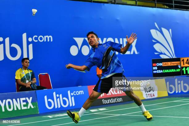 Uriel Francisco Canjura Artiga of El Salvador competes against Gao Zhengze of China during Men Single qualification round of the BWF World Junior...