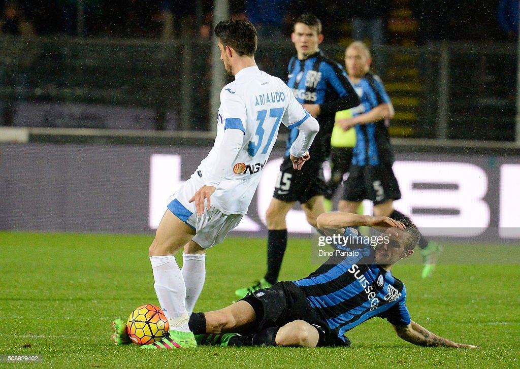 Uros Cosic (R) of Atalanta BC competes with Lorenzo Ariaudo of Empoli FC during the Serie A match between Atalanta BC and Empoli FC at Stadio Atleti Azzurri d'Italia on February 7, 2016 in Bergamo, Italy.