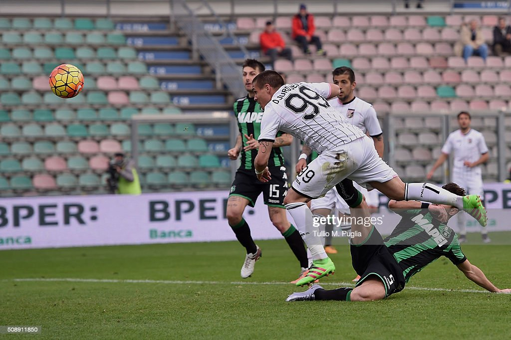 Uros Djurdjevic of Palermo scores second equalizing goal during the Serie A match between US Sassuolo Calcio and US Citta di Palermo at Mapei Stadium - Città del Tricolore on February 7, 2016 in Reggio nell'Emilia, Italy.