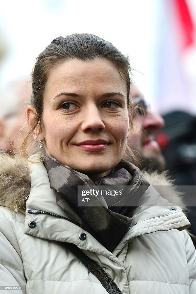Urska Bacovnik Jansa, wife of Slovenian prime minister Janez Jansa, attends a pro-government rally organised by the Assembly for the Republic in support of Jansa, on February 8, 2013 in Ljubljana. Slovenia's political crisis escalated on February 5 as a second partner left Prime Minister Janez Jansa's shaky coalition after he rejected the party's call to resign. AFP PHOTO/JURE MAKOVEK
