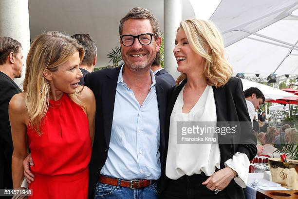 Ursula Karven Kai Diekmann and Maria Furtwaengler during the 'Ein Herz fuer Kinder' summer party at Wannseeterrassen on May 26 2016 in Berlin Germany