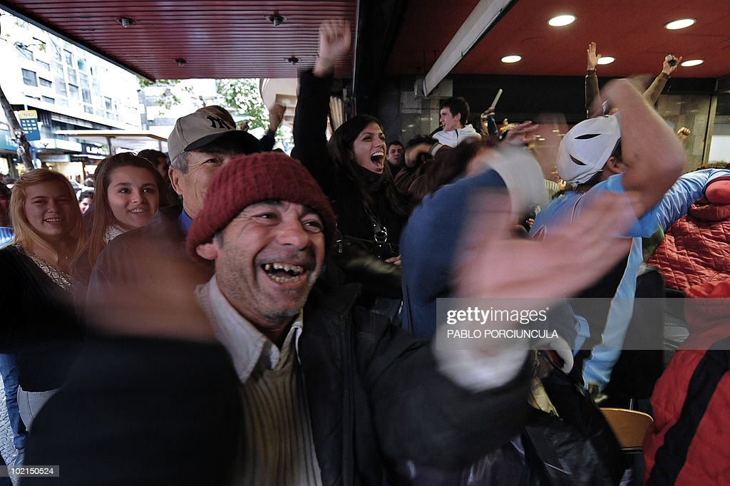 Uruguayan football fans celebrate the third goal of their team in the FIFA World Cup 2010 match against South Africa, in downtown Montevideo, on June 16, 2010. AFP PHOTO/Pablo PORCIUNCULA