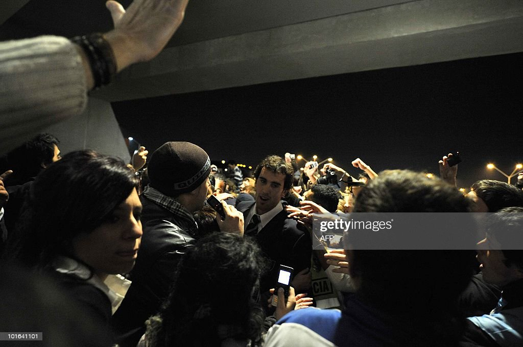 Uruguayan footballer Diego Godin (C) is greeted by supporters as he arrives at Carrasco airport in Montevideo on June 5, 2010. The Uruguayan national football team departed to South Africa to participate in the FIFA World Cup South Africa 2010. AFP PHOTO/Pablo PORCIUNCULA