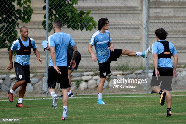 Uruguayan footballer Edinson Cavani takes part in a training at the Puerto Azul Club field in La Guaira Venezuela on October 2 2017 ahead of their...