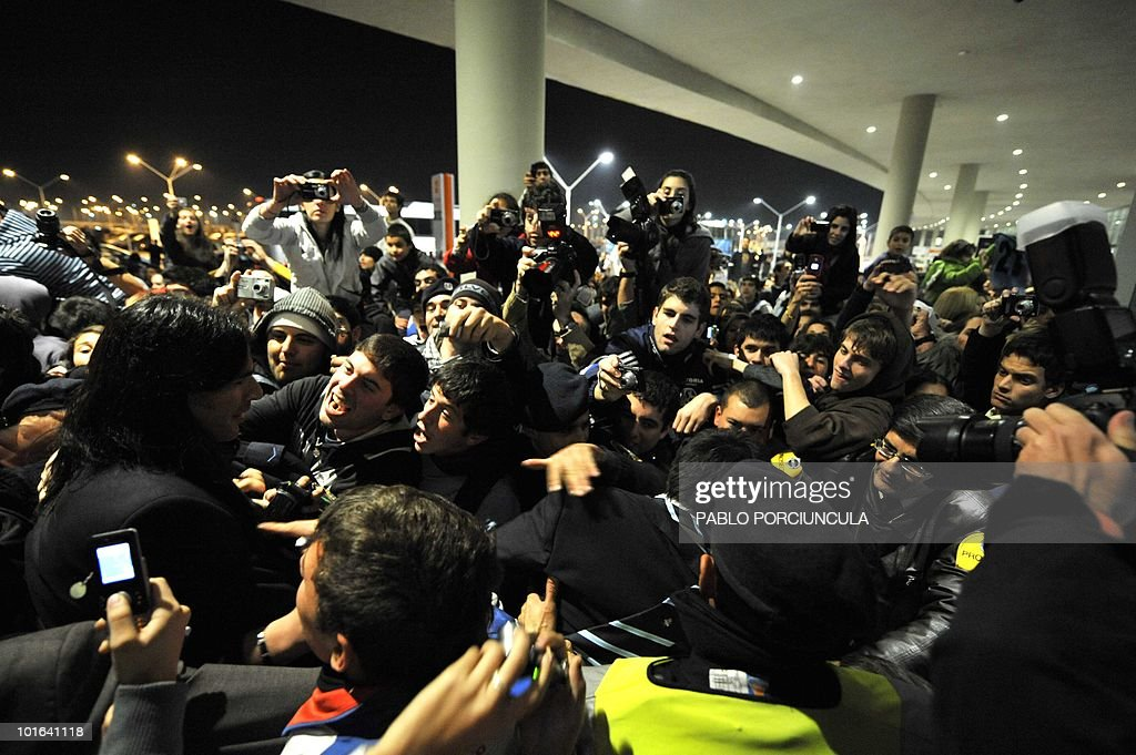 Uruguayan footballer Sebastian Abreu (L) is greeted by supporters as he arrives at Carrasco airport in Montevideo on June 5, 2010. The Uruguayan national football team departed to South Africa to participate in the FIFA World Cup South Africa 2010. AFP PHOTO/Pablo PORCIUNCULA