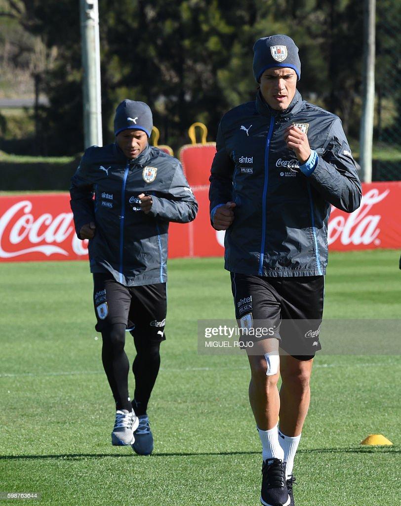 Uruguayan footballers Edinson Cavani R and Carlos Sanchez L