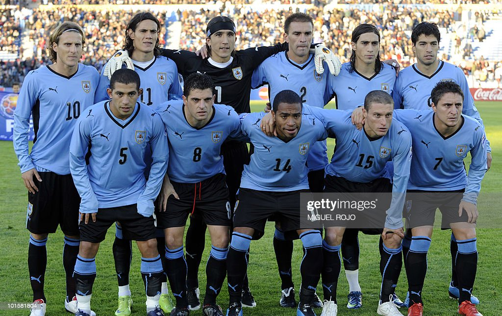 Uruguayan national football team players (L-R, top) Diego Forlan, Edinson Cavani, goalie Juan Castillo, Carlos Valdez, Martin Caceres and Luis Suarez, (L-R, 1st row) Walter Gargano, Bruno Silva, Alvaro Pereira, Diego Perez and Cristian Rodriguez pose for the picture before a FIFA World Cup South Africa 2010 qualifier football match against Colombia at the Centenario stadium in Montevideo on September 9, 2009. Uruguay won the match 3-1. AFP PHOTO / Miguel ROJO