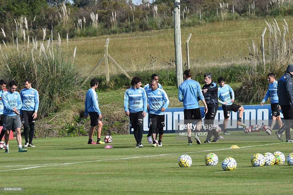 Uruguayan national team footballers during a training session on May 24, 2016 at the Complejo Celeste in Montevideo, in preparation for the Copa America 2016 in the United States. / AFP / MIGUEL