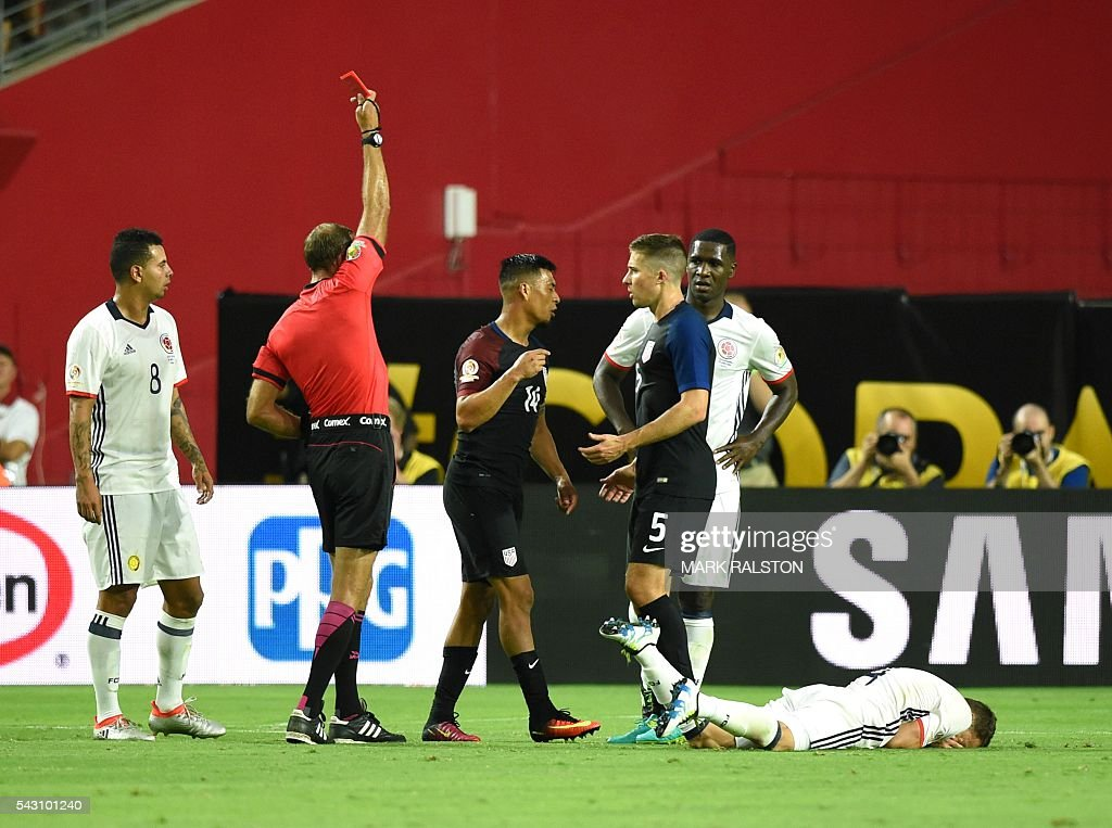 Uruguayan referee Daniel Fedorzuck (2-L) shows the red card to USA's Michael Orozco (3-L) during the Copa America Centenario third place football match against Colombia in Glendale, Arizona, United States, on June 25, 2016. / AFP / Mark RALSTON