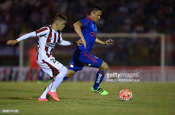 Uruguayan River Plate's defender Giovanni Gonzalez vies for the ball with Chilean Universidad de Chile's forward Gustavo Canales during a Copa...