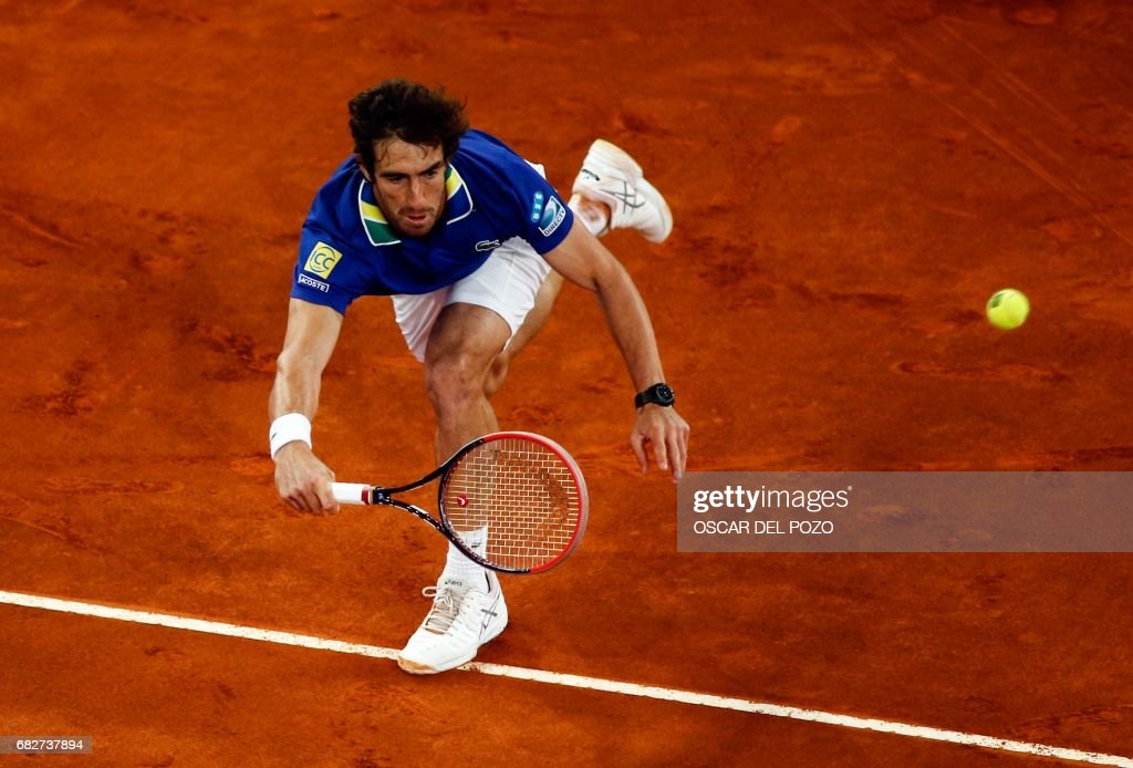 Uruguayan tennis player Pablo Cuevas returns the ball to Austrian tennis player Dominic Thiem during the ATP Madrid Open semifinal in Madrid, on May 13, 2017. /